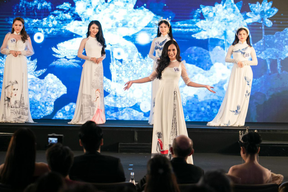 Tran Vu Huong Tra stops on stage to showcase her ao dai at the finale night of Miss Vietnam World France 2019 in Paris on April 20, 2019. Photo: Supplied