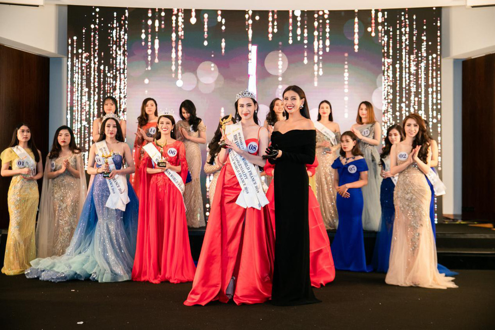 The second runner-up Nguyen Thi Huyen Trang holds her award at the finale night of Miss Vietnam World France 2019 in Paris on April 20, 2019. Photo: Supplied