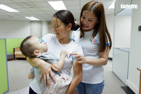 Vietnamese 'wonder woman' saves ill children from death
