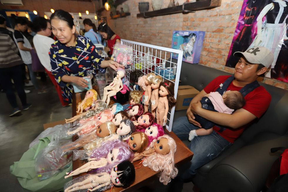 Dolls are displayed at the Doll Flea Market in Ho Chi Minh City. Photo: Tuoi Tre