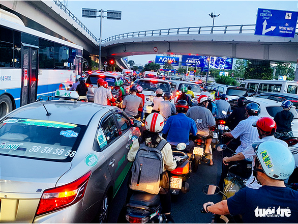 A severe traffic jam on Truong Son Street in Ho Chi Minh City on April 26, 2019. Photo: Cong Trung / Tuoi Tre