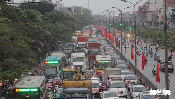 A section of Ngoc Hoi Street in Hanoi is congested on April 26, 2019. Photo: Ha Thanh / Tuoi Tre