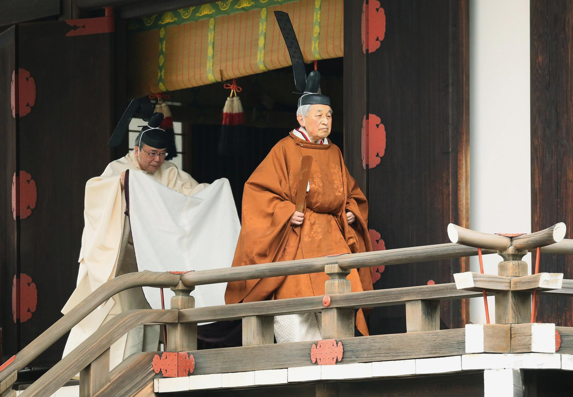 Emperor Akihito prays ahead of Japan's first abdication in two centuries