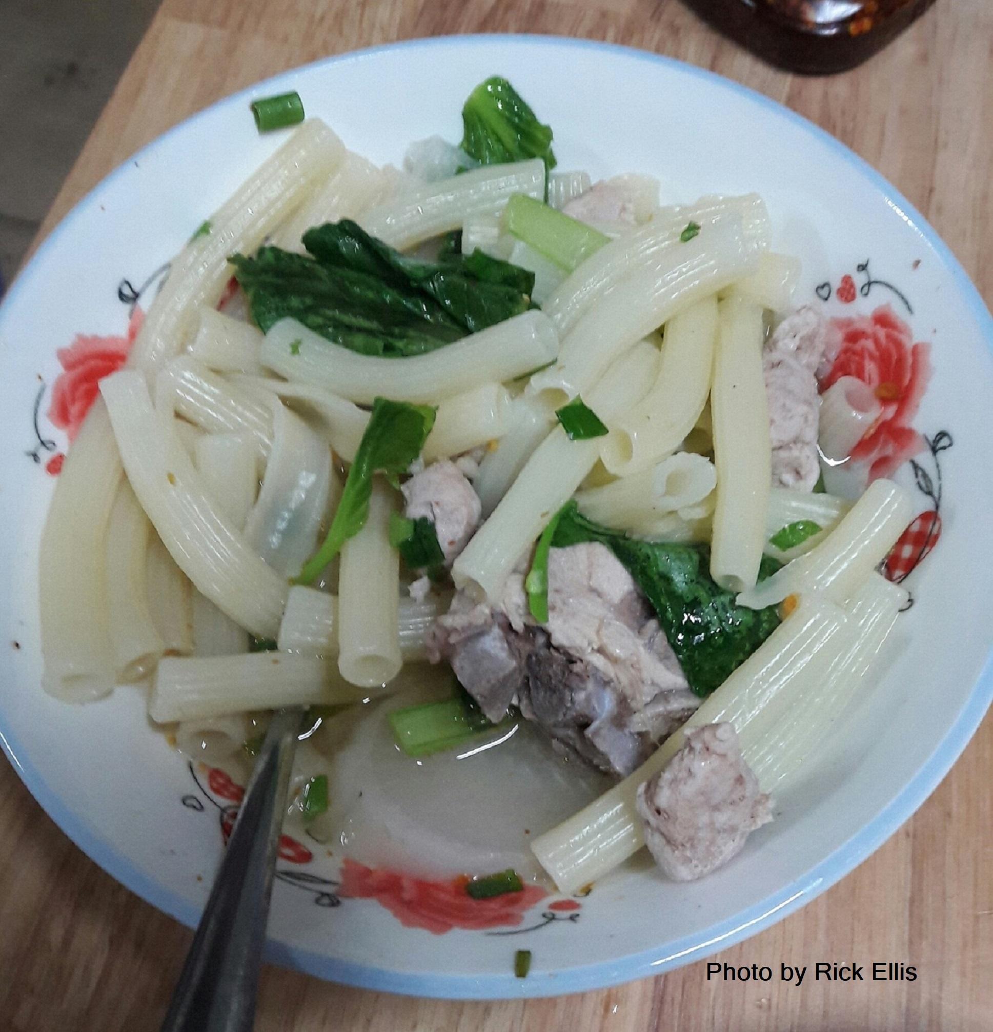 Vietnamese-style macaroni dish