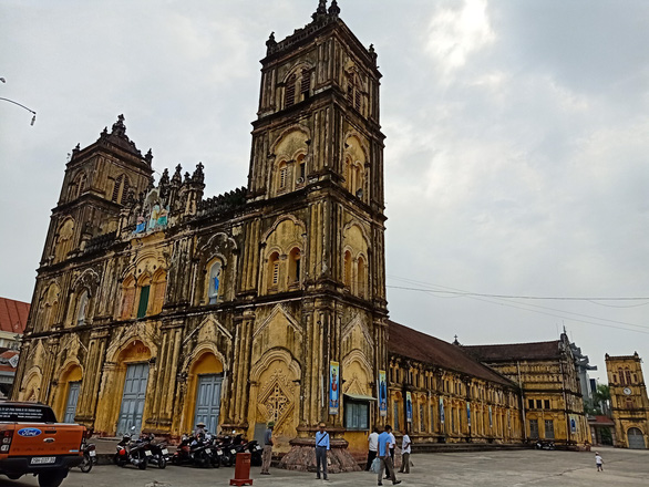 Experts decry plan to tear down 134-year-old cathedral in Vietnam