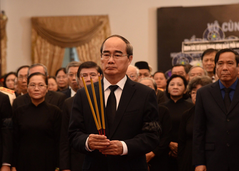 Chairman of the Ho Chi Minh City Party Committee Nguyen Thien Nhan attends the funeral at the Reunification Palace.