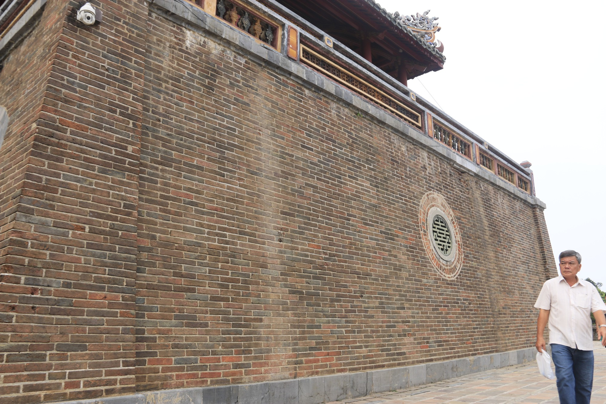 Meridian Gate in ancient Hue citadel boasts fresh look after clean-up