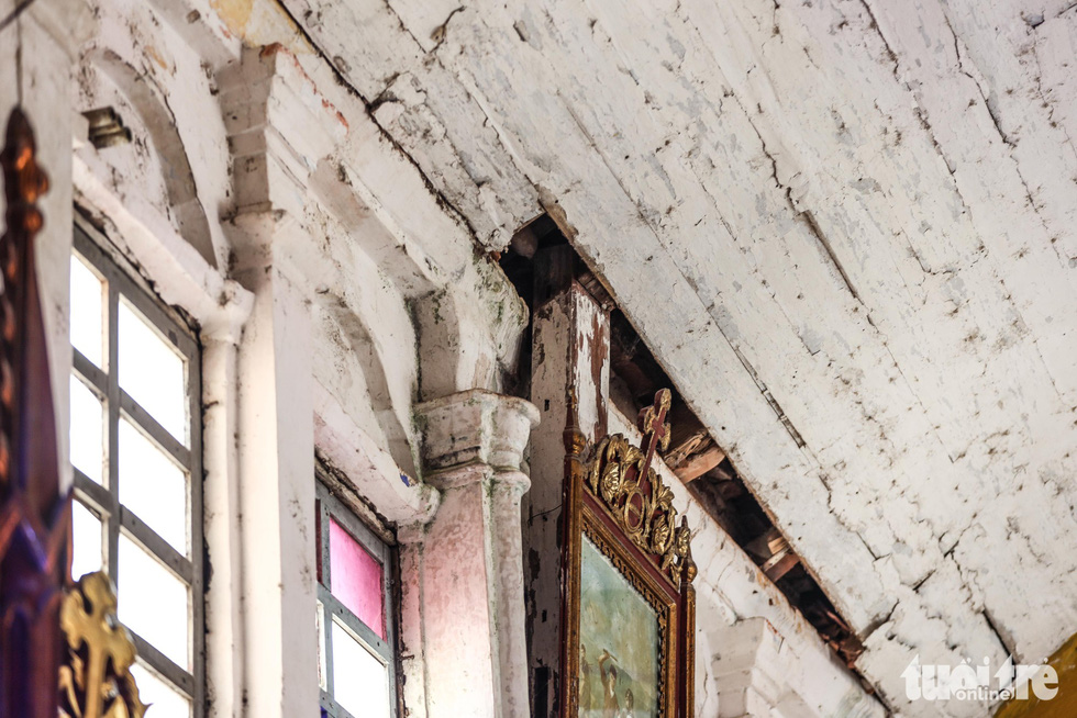 Parts of the roof of the Bui Chu Cathedral in Nam Dinh Province, Vietnam have fallen off, posing risks to churchgoers. Photo: Nguyen Khanh / Tuoi Tre