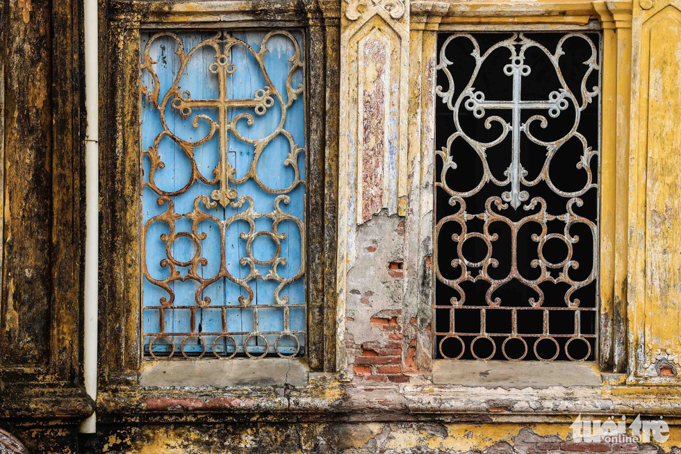 Signs of degradation are seen on a wall of the Bui Chu Cathedral in Nam Dinh Province, Vietnam. Photo: Nguyen Khanh / Tuoi Tre