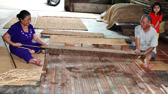 Vietnamese man revives country's traditional mat production