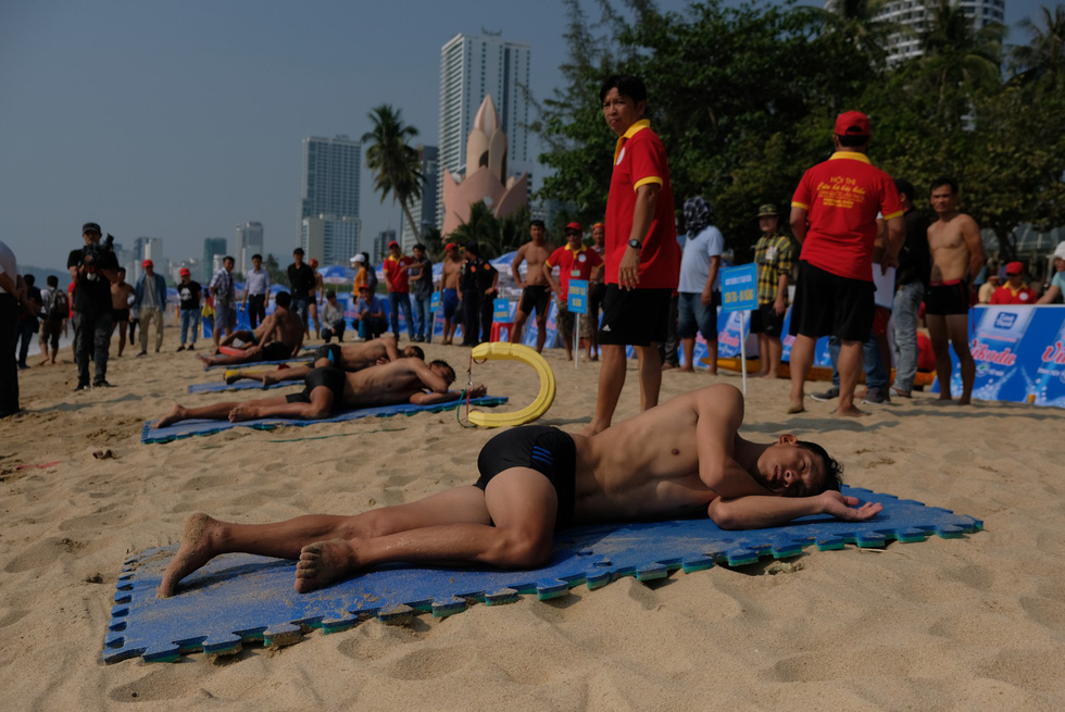 Lifeguards compete in a lifeguard competition in Nha Trang City, Vietnam on May 5, 2019. Photo: Dinh Cuong / Tuoi Tre