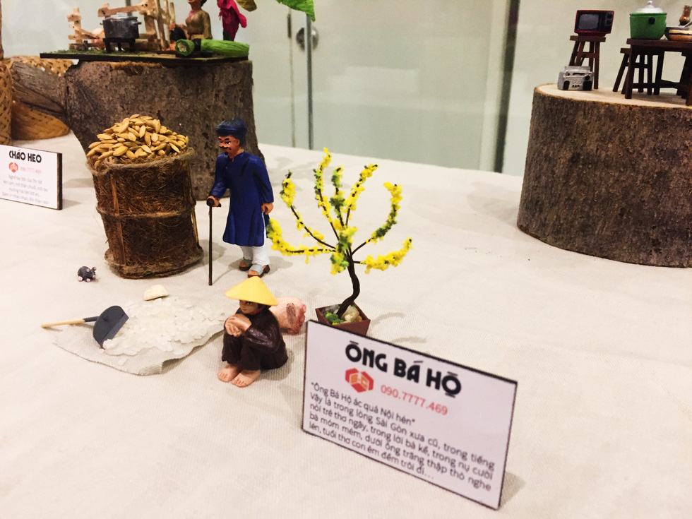 A miniature representing the reality of class discrimination between a rich man (left) and a poor farmer. Photo: Mai Thuy / Tuoi Tre