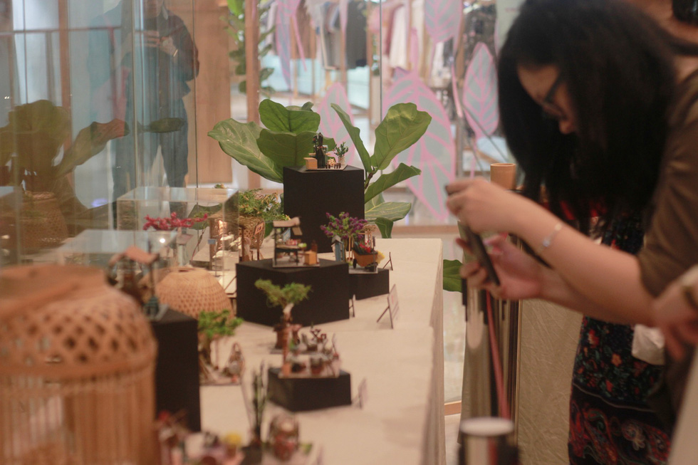 A visitor takes photo of the exhibits. Photo: Mai Thuy / Tuoi Tre