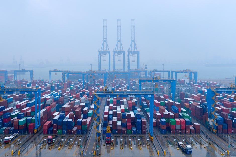 U.S. hikes tariffs on Chinese goods, China says to strike back
