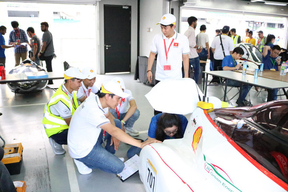LH-EST's vehicle is tested by the Shell Eco-marathon Asia 2019 organizers in Malaysia. Photo: Toai Nhi / Tuoi Tre