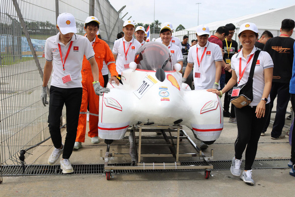 LH-EST members next to their vehicle at the Shell Eco-marathon Asia 2019 in Malaysia. Photo: Toai Nhi / Tuoi Tre