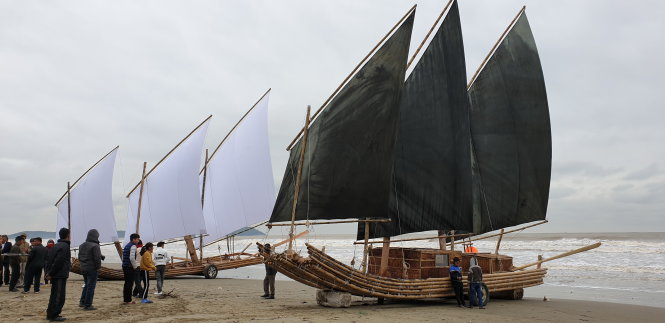 A photo of an old style bamboo raft (left) next to a modern raft. Photo: The Bamboo raft team