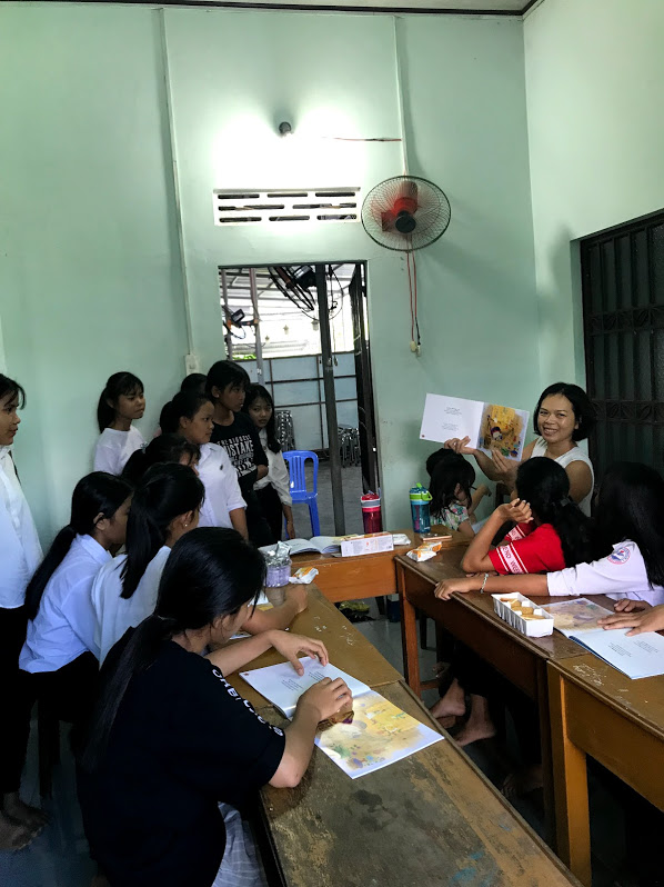 Reading in class with Ms Tran: Suoi Cat girl's school, Khanh Hoa. Photo: Ngoc Le