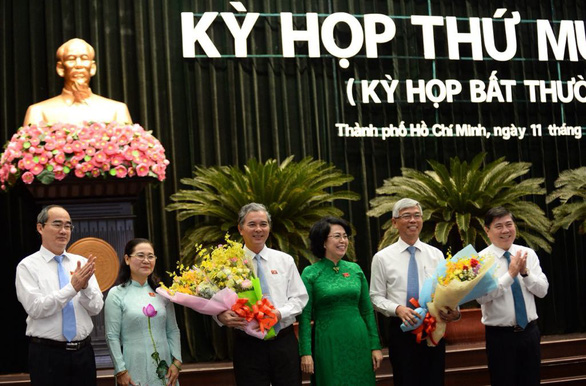 Ngo Minh Chau and Vo Van Hoan receive flowers following the election on May 11, 2019. Photo: Tu Trung / Tuoi Tre