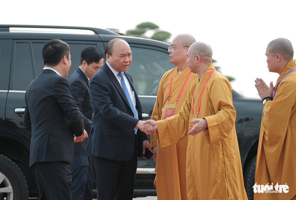 Vietnamese Prime Minister Nguyen Xuan Phuc arrives at the venue.