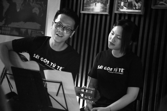 "Vietnamese composer Ho Tien Dat and singer Nguyen Ha sing the theme song of  ""A Beautiful Saigon"" project. Photo: Le Van / Tuoi Tre"