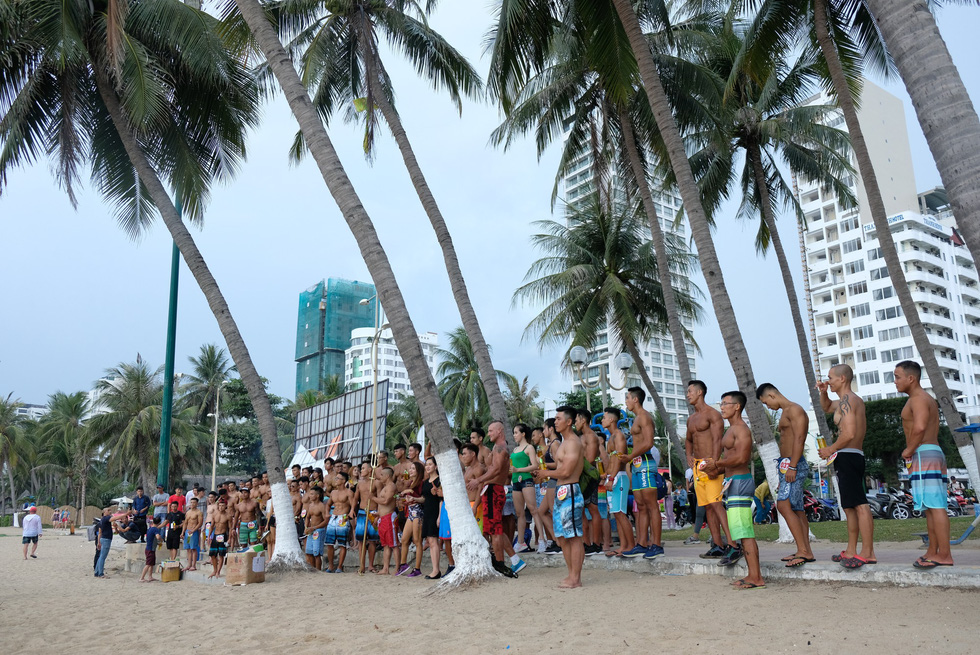 Contestants of the beach bodybuilding competition gather at Tran Phu beach in Nha Trang, Khanh Hoa, south-central Vietnam, on May 13, 2019. Photo: Dinh Cuong / Tuoi Tre