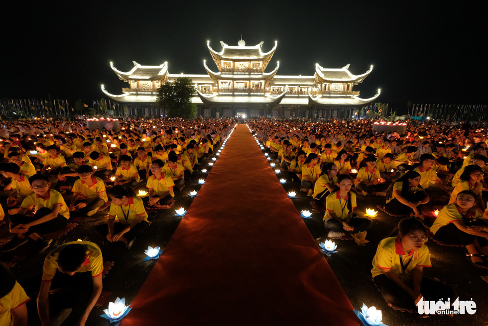 An overview of a mass prayer at the Tam Chuc Pagoda Ha Nam, northern Vietnam, on May 13, 2019. Photo: Nam Tran / Tuoi Tre