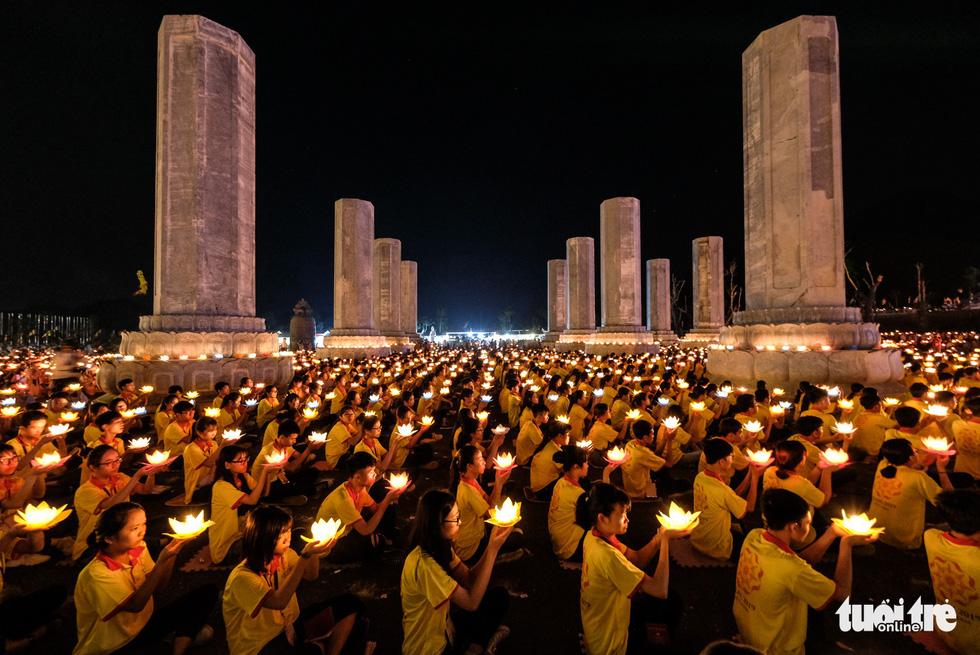 10,000 Buddhists attend mass prayer during UN Day of Vesak 2019 in Vietnam