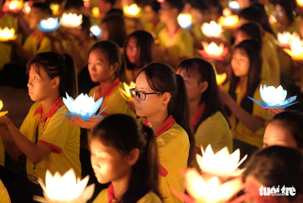 Buddhism followers hold water lanterns during a mass prayer at the Tam Chuc Pagoda Ha Nam, northern Vietnam, on May 13, 2019. Photo: Nam Tran / Tuoi Tre