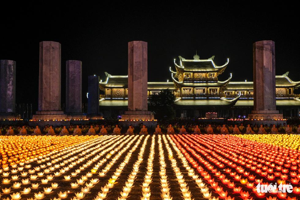 Thousands of water lanterns illuminate the Tam Chuc Pagoda in Ha Nam, northern Vietnam, on May 13, 2019. Photo: Nam Tran / Tuoi Tre