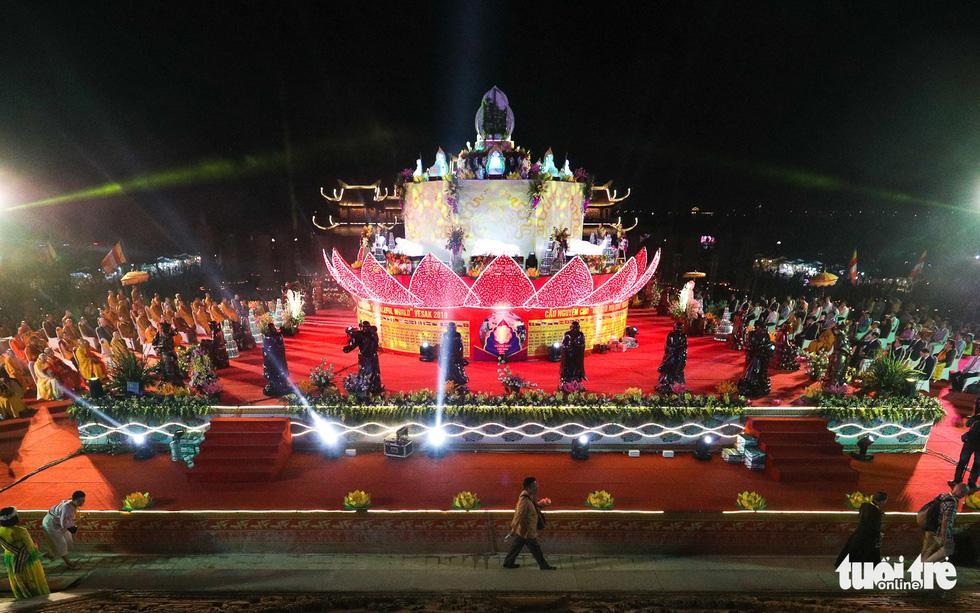 A giant water lantern shaped like a lotus flower illuminates the Tam Chuc Pagoda in Ha Nam, northern Vietnam, on May 13, 2019. Photo: Nam Tran / Tuoi Tre