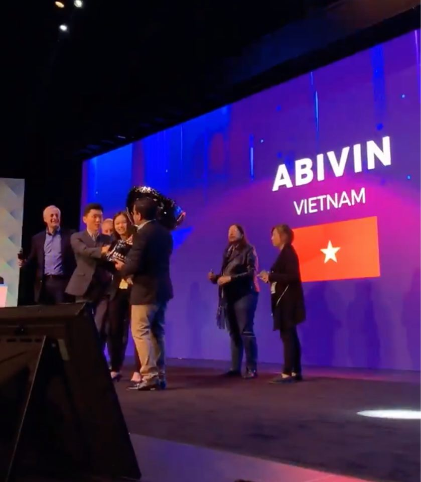 Abivin receives the award at the finale in San Francisco,  May 17, 2019. Photo:  Facebook / Abivin