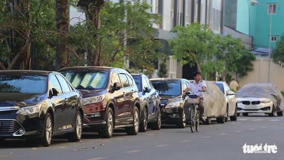 Car owners in misery as Ho Chi Minh City apartment buildings lack parking space