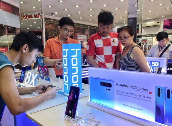 Huawei blockade by Google leaves Vietnamese customers, retailers on tenterhooks