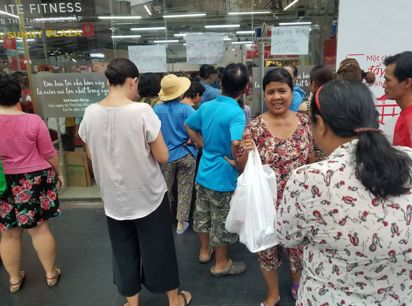 Riot-like chaos erupts at Auchan outlets ahead of chain's exit from Vietnam