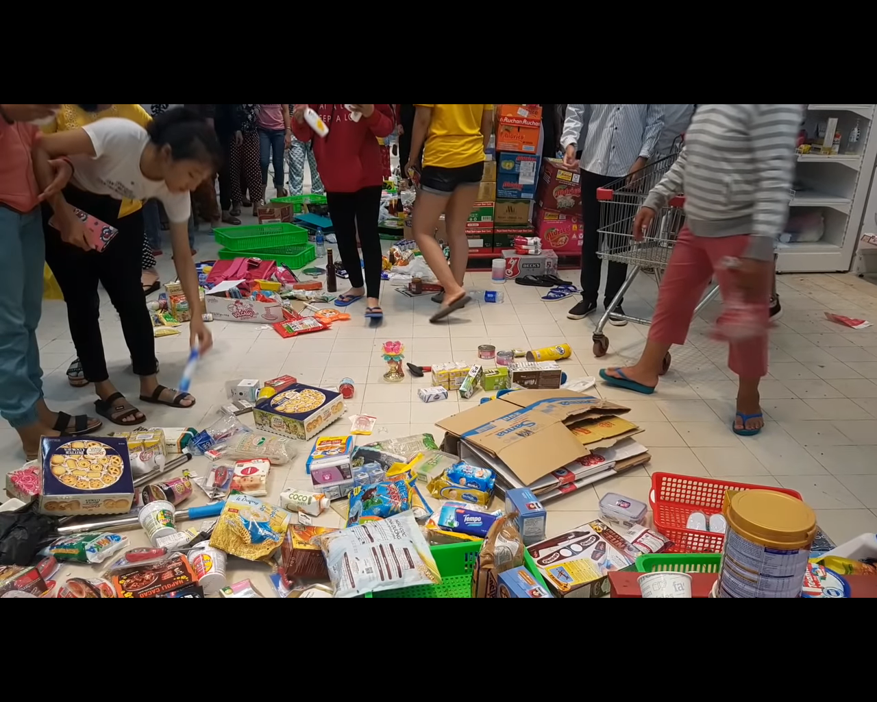 Goods are left on the floor at an Auchan supermarket in the southern province of Tay Ninh on May 21, 2019 in this screenshot.