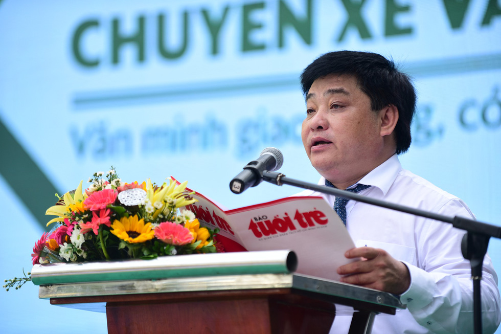 "Tuoi Tre (Youth) newspaper's Editor in Chief Le The Chu speaks at the launching ceremony of the ""Chuyen xe van minh"" program in Ho Chi Minh City, May 25, 2019. Photo: Quang Dinh / Tuoi Tre"