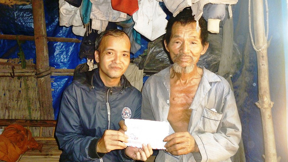 Vietnamese man uses writing talent to help those in need