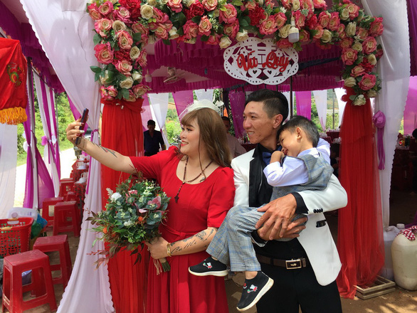 Vietnamese couple gets happy ending after battle with cancer