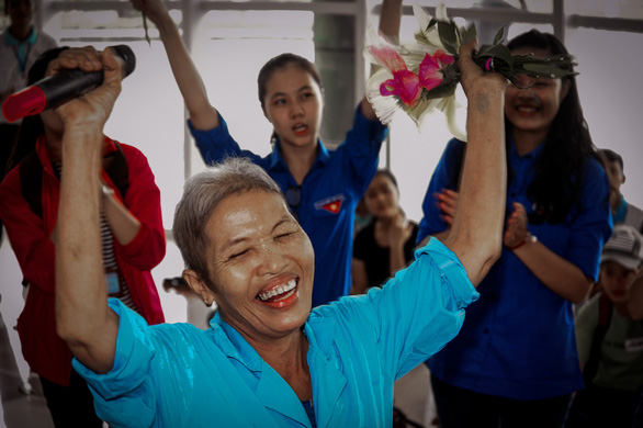 A patient sways to music. Photo: Dang Huu Hung