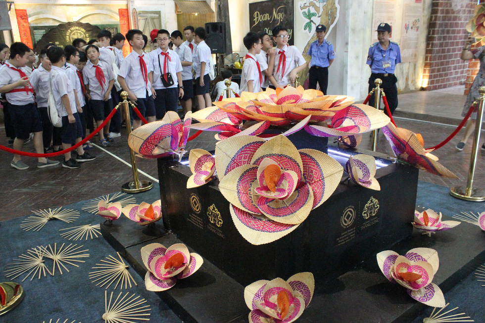 A piece of artwork introducing colorful fans is seen in the photo as it is displayed at Tet Doan Ngo past and present exhibition held in Hanoi from May 24 to June 30, 2019. Photo: Tuoi Tre