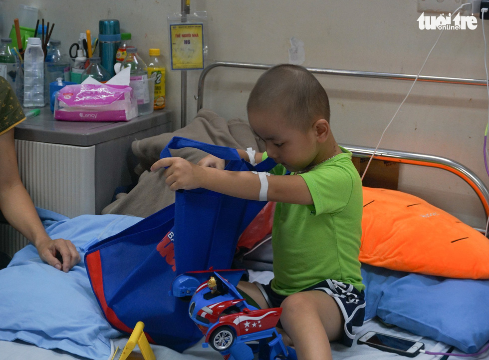 Children with cancer in Hanoi celebrate their day in happiness