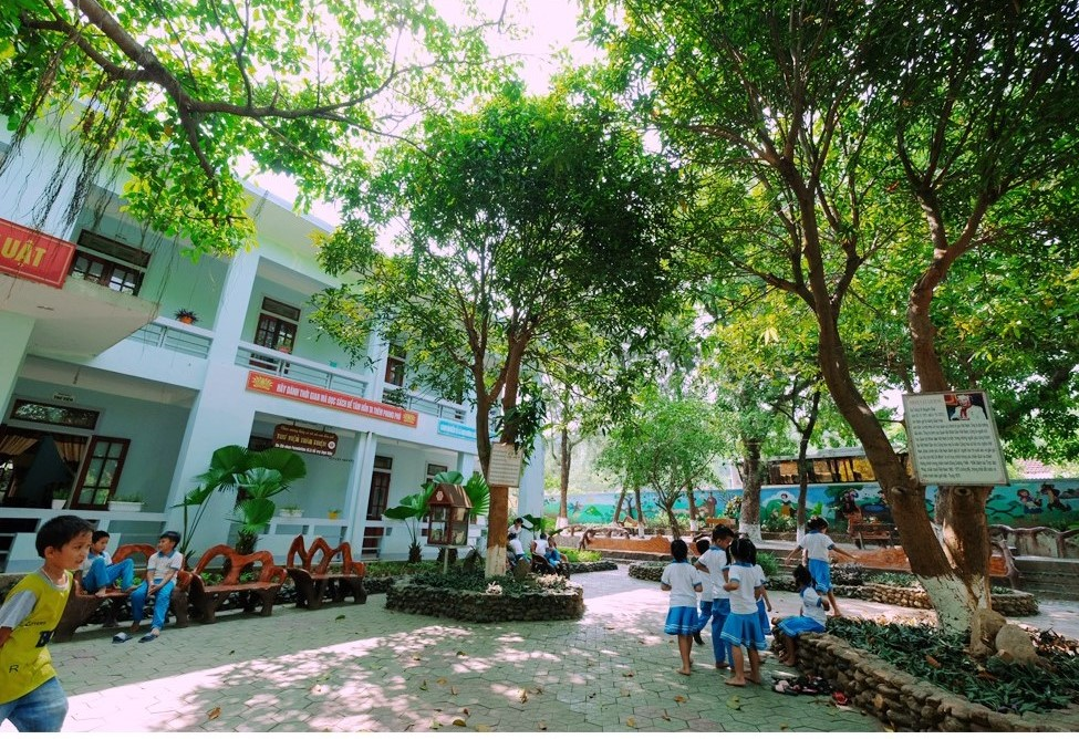 The schoolyard of Ky Xuan Elementary School in Ha Tinh Province, Vietnam. Photo: Tuoi Tre