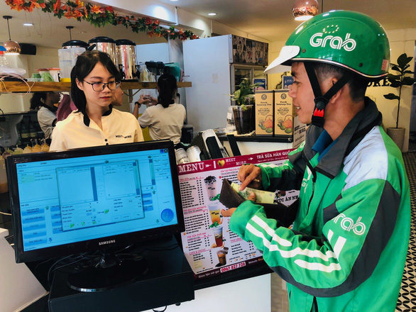 Delivery drivers see red over GrabFood's late reimbursement