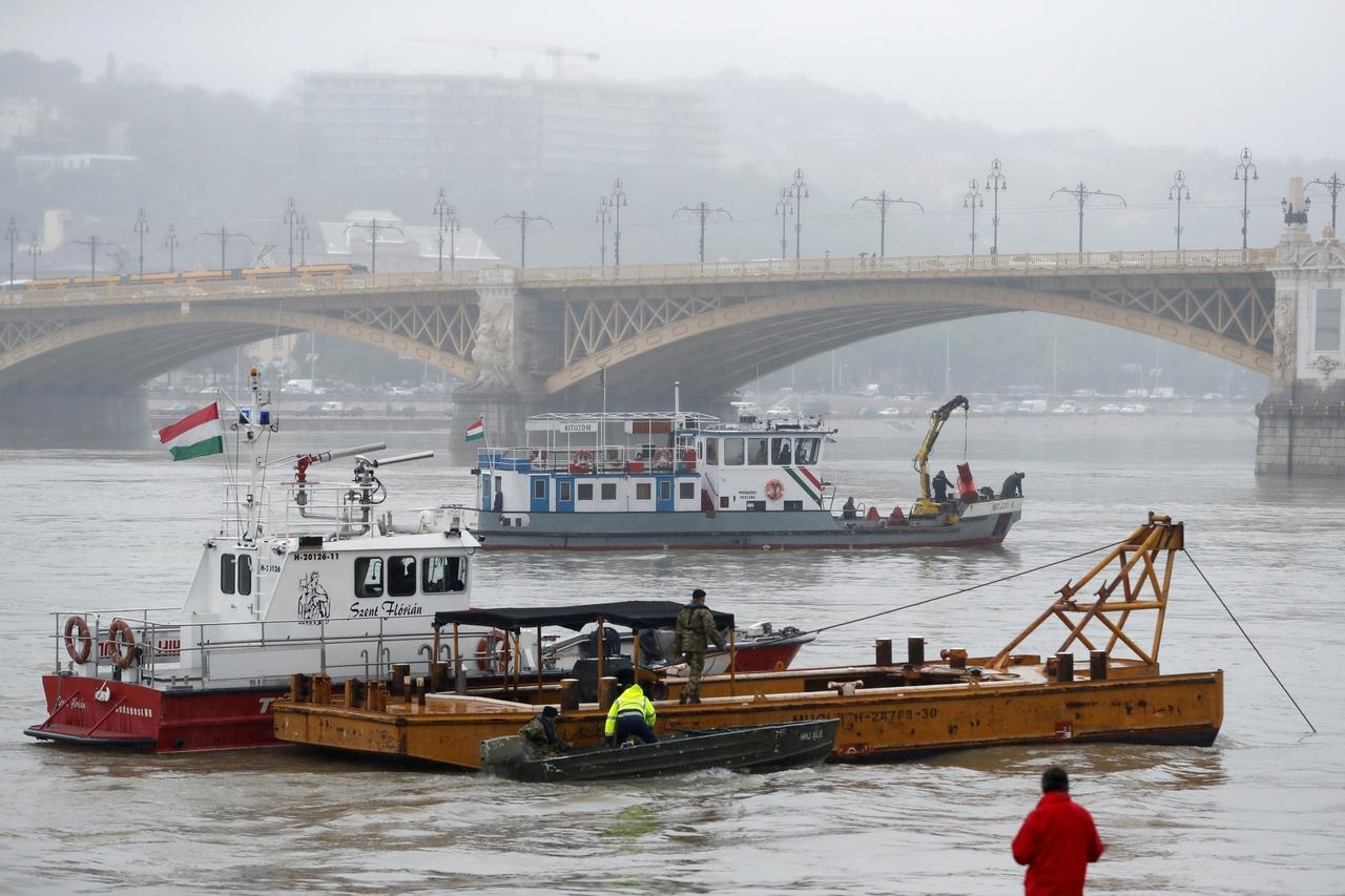 Hungarian police launch criminal probe into boat accident, 21 still missing