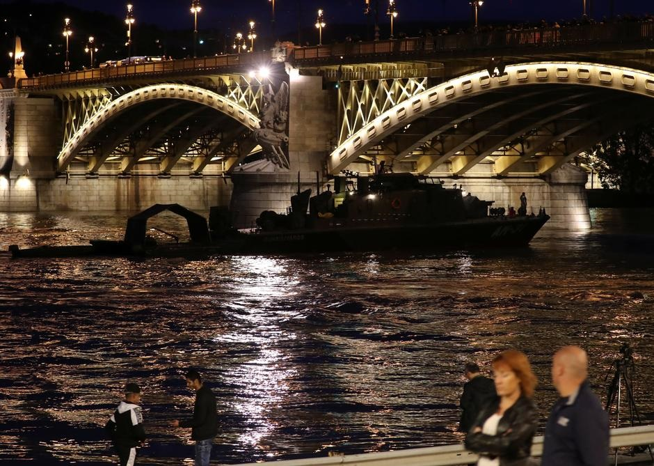 Seven South Koreans dead, hope dims for missing in Budapest boat disaster
