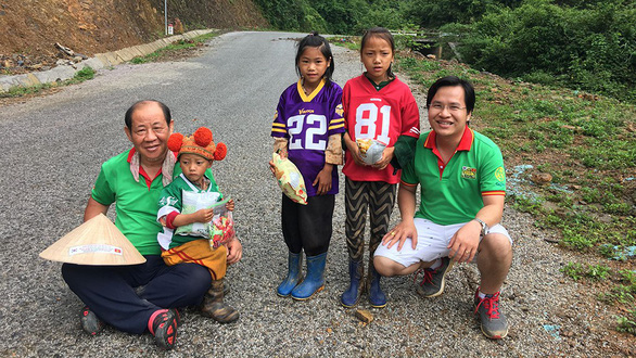 South Korean walks across Vietnam to award scholarships to poor students