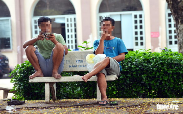 Two men smoke on a bench at Children's Hospital 2 in District 1, Ho Chi Minh City. Photo: Duyen Phan / Tuoi Tre