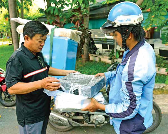 In Vietnam, online shoppers concerned as delivery services require ID photo