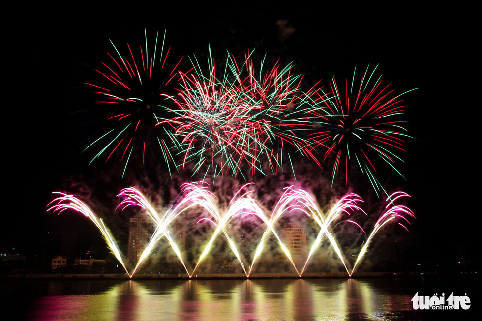 Photo capturing a moment during Russian's fireworks display company Fireworks Center Khan's performance at the opening ceremony of Da Nang International Fireworks Festival 2019 on June 1, 2019. Photo: Tuoi Tre